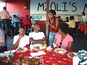 Ukuva iAfrica Thulisa and the crowd from Dining In at Mzoli's